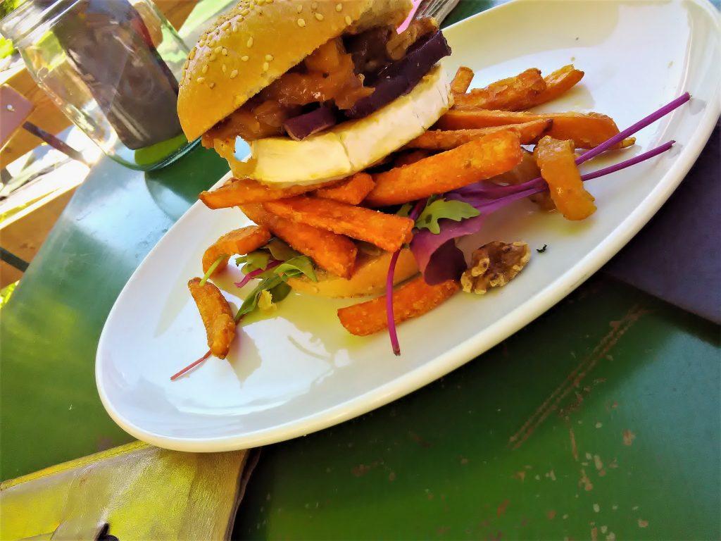 Monaco-Burger mit Ziegenkäse und hammermäßigen Süßkartoffel-Pommes!!!